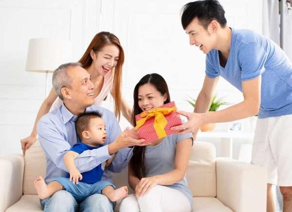 Lẳng quà tặng tết cho ba mẹ