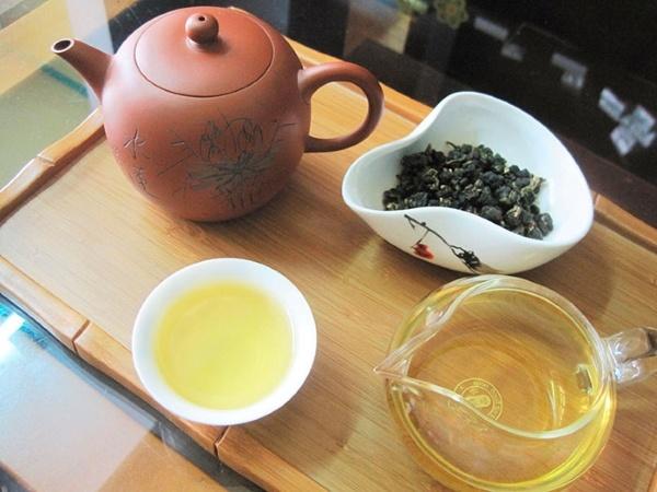 mua trà làm quà tết