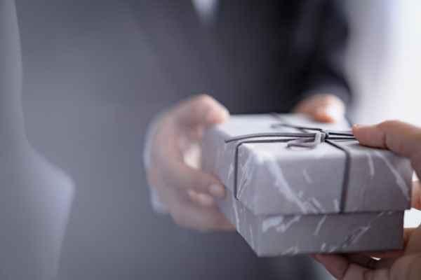 Tặng quà tết cho sếp