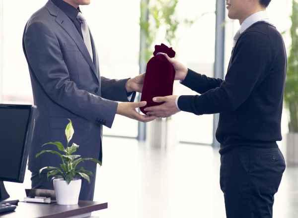 Tặng quà Tết cho khách hàng không chỉ là để tri ân mà đây còn là dịp để gây ấn tượng sâu sắc với khách hàng